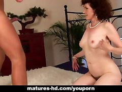 Full-grown Evelyn gets say no to flimsy pussy fucked