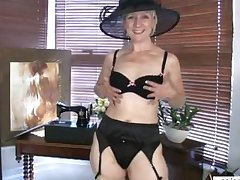 Mature mammy shares saucy naughty motion picture